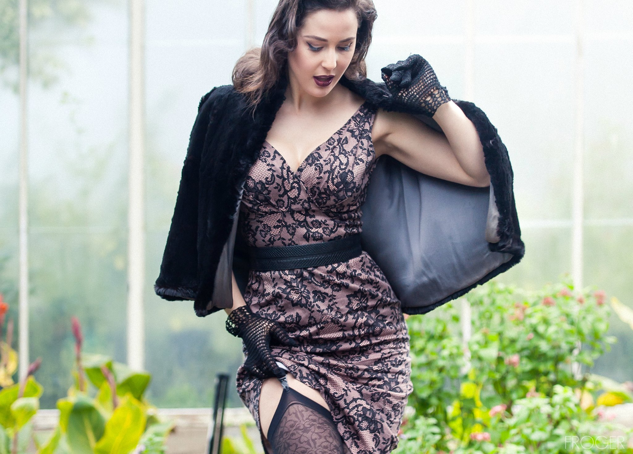 Winter Pinup | Velvet DeCollete